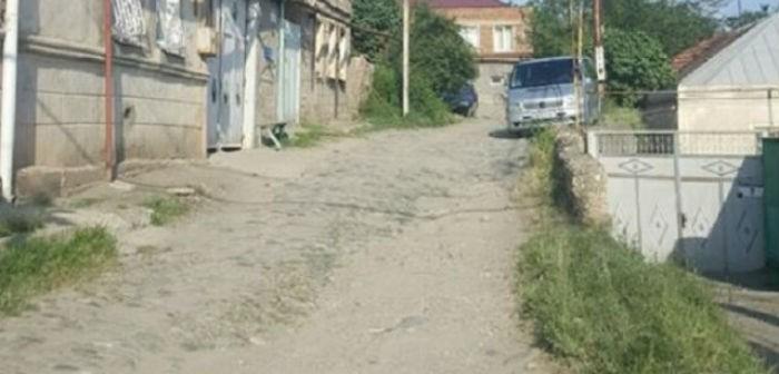 მუჯირიშვილის ქუჩის მოსახლეობა გამგეობას გზის შეკეთებას სთხოვს