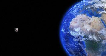 243633_Otkritaya_litsenziya_ot_07_10_2016_Planeti_kulak_kosmos_planeta_zemlya_250x0_1920.1024.0.0